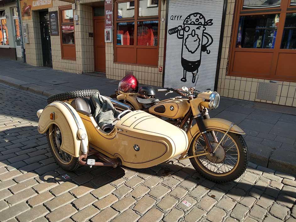 Sommerbiking mit altem Motorrad