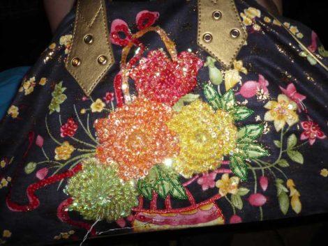 Damenhandtasche mit Blumen